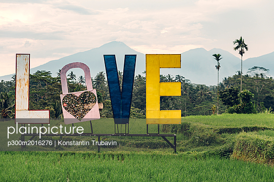 Indonesia, Bali, Love sign, love lock and letters - p300m2016276 von Konstantin Trubavin