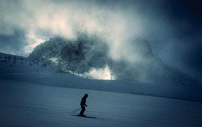 Skiing at twilight - p1053m881253 by Joern Rynio