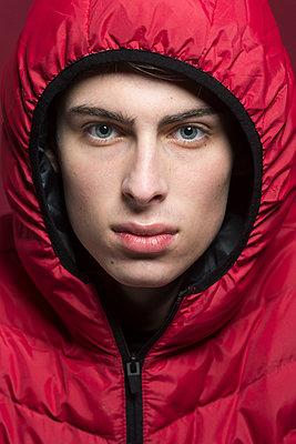 portrait of a young man - p1323m1527850 von Sarah Toure