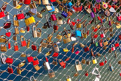 Austria, Salzburg, love padlocks at Makartsteg - p300m991554 by Martin Moxter