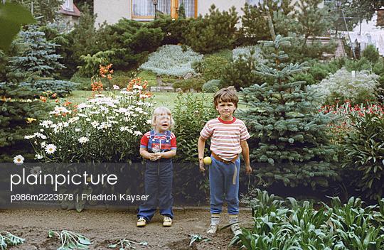 Germany, Children in the garden in the GDR - p986m2223978 by Friedrich Kayser