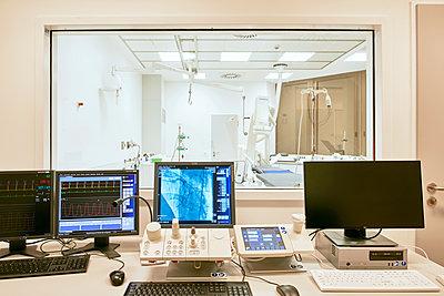 Blick in den OP-Saal im Herz- und Diabeteszentrum  - p1119m1424352 von O. Mahlstedt