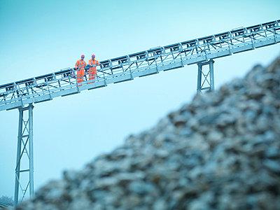 Worker climbing screening conveyor - p42917686f by Monty Rakusen