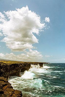 Steilküste auf Hawaii - p741m892052 von Christof Mattes