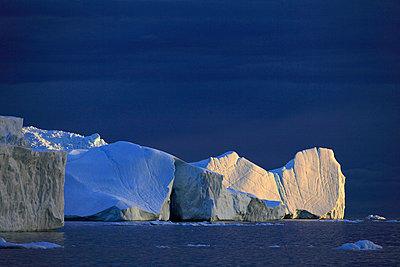 Icebergs in Arctic Ocean, Greenland - p1026m992023f by Romulic-Stojcic