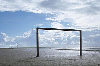 Fußballtore am Strand - p4640377 von Elektrons 08