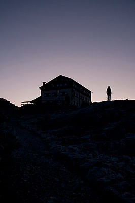 Mountain hut just before sunrise - p470m2128882 by Ingrid Michel