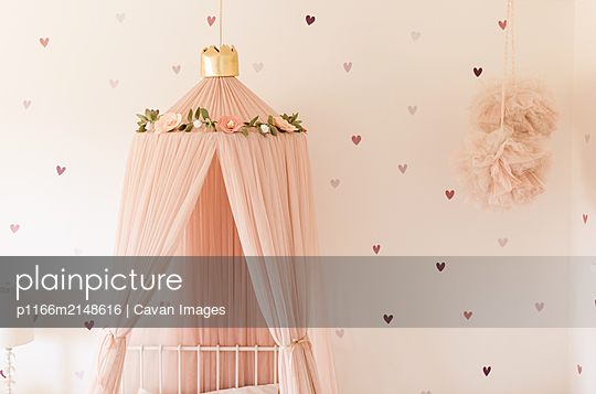 little girls heart pink canopy bedroom - p1166m2148616 by Cavan Images