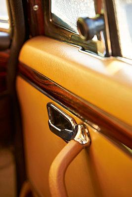 Alte Autotür von innen - p1632m2206176 von Monika Probst