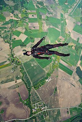 Man skydiving - p575m664084 by Hans Berggren