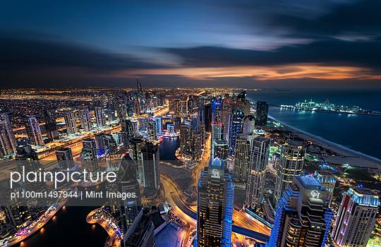 12/11/16 - p1100m1497944 by Mint Images
