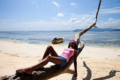 Beauty on the beach - p0452553 by Jasmin Sander
