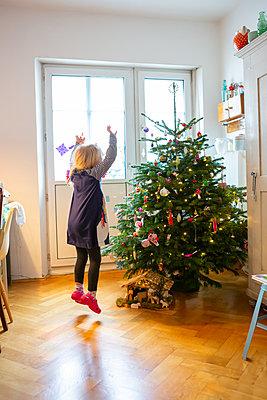 Hooray, Christmas! - p454m2128139 by Lubitz + Dorner