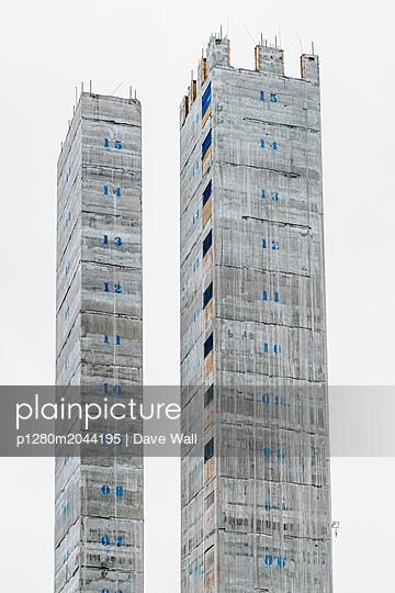 Concrete core on skyscraper  - p1280m2044195 by Dave Wall