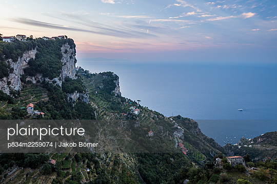 Italy, View of the Mediterranean Sea on the Amalfi Coast - p834m2259074 by Jakob Börner
