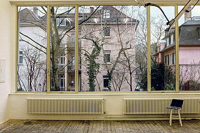 Fensterfront mit Heizkörper - p1088m1207357 von Martin Benner