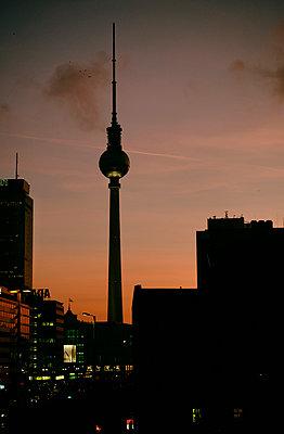 Fernsehturm Nacht - p1190m1462147 von Sarah Eick