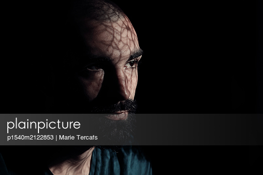Drama portrait of a bearded man  - p1540m2122853 by Marie Tercafs