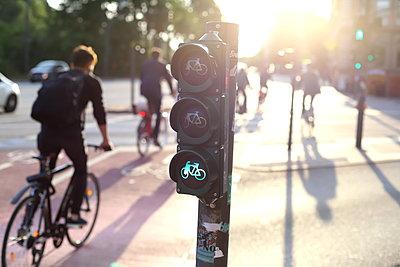 Freie Fahrt für Radfahrer - p1064m2129085 von Esmeralda