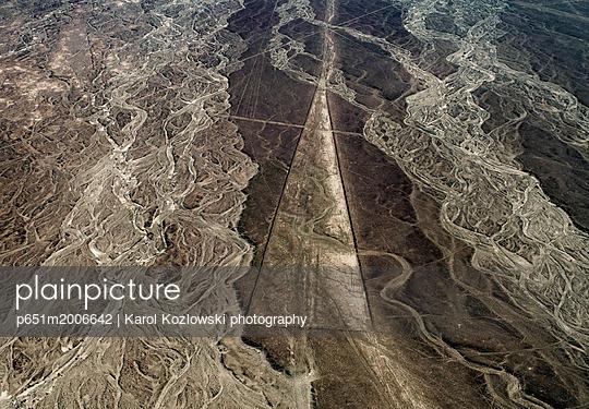 Trapezoid Geoglyph, aerial view, Nazca, Ica Region, Peru - p651m2006642 by Karol Kozlowski photography