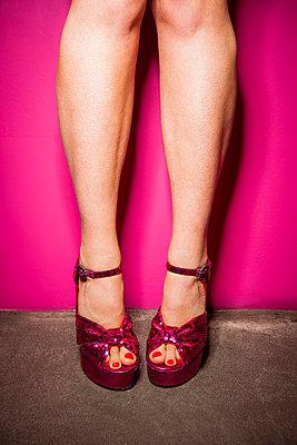 Ich geh nur aus mit meinen Glitzer-High Heels - p045m2089384 von Jasmin Sander