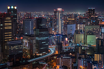 Japan, Osaka, Aerial view at night - p300m2060060 by Maria Elena Pueyo Ruiz