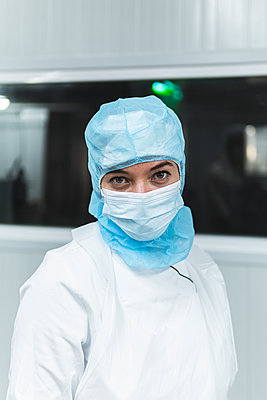 Female butcher wearing protective workwear at cellar during COVID-19 - p300m2266347 by Josu Acosta