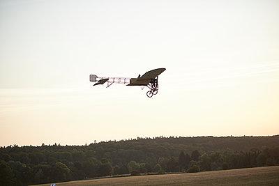 Landung - p587m1190425 von Spitta + Hellwig