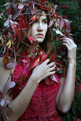 Woman between leaves - p1019m739814 by Stephen Carroll