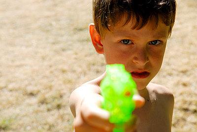 Water gun - p1800396 by Martin Llado