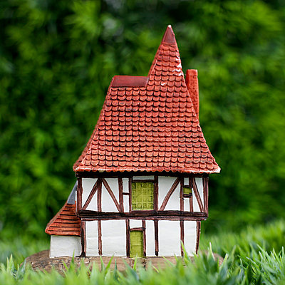 Toy house - p8130342 by B.Jaubert
