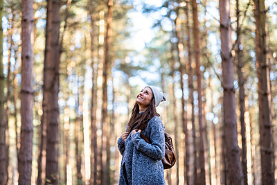 Smiling female hiker exploring in Cannock Chase woodland - p300m2241412 by William Perugini