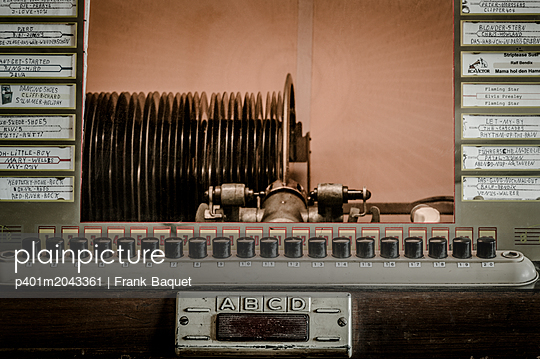 Jukebox - p401m2043361 by Frank Baquet