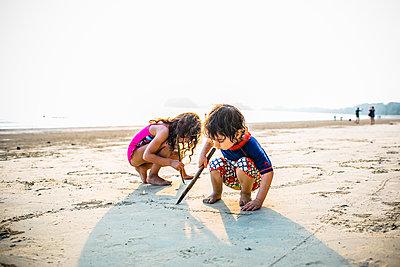 Children playing on beach - p680m1511706 by Stella Mai