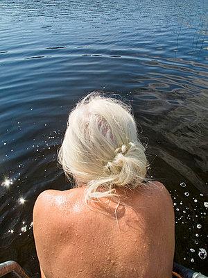 plainpicture - FKK Senioren Bildsuche