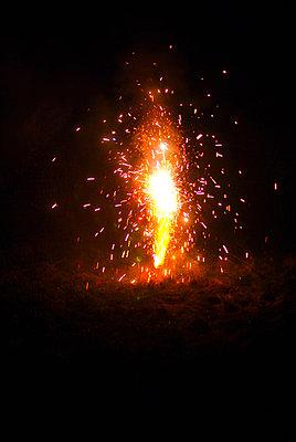 Feuerwerk in gelb - p1089m881778 von Frank Swertz