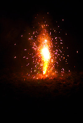 Yellow fireworks - p1089m881778 by Frank Swertz