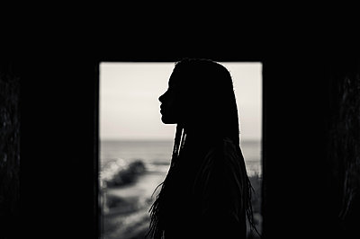 Silhouetted woman - p1150m2021870 by Elise Ortiou Campion