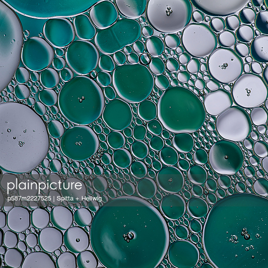 Green bubbles - p587m2227525 by Spitta + Hellwig
