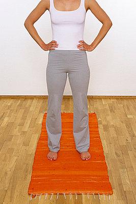 Vor dem Yoga - p2200587 von Kai Jabs