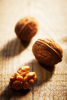 Walnuts on a wooden table - p968m658862 by Roberto Pastrovicchio