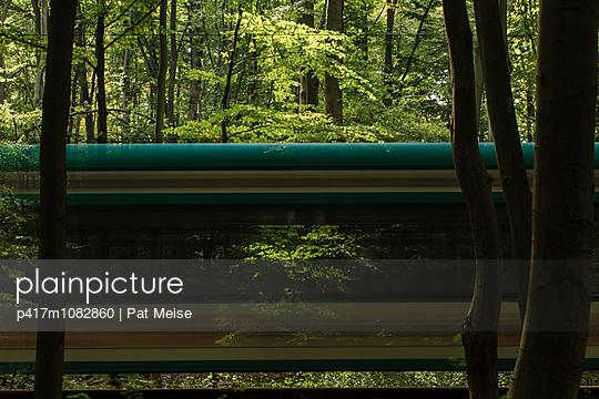 Straßenbahn im Wald - p417m1082860 von Pat Meise