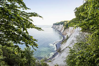 Germany, Mecklenburg-Western Pomerania, Ruegen, Jasmund National Park, chalk cliff - p300m2059502 von Maria Maar