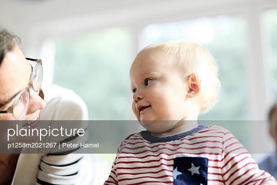 Mutter und Tochter - p1258m2021267 von Peter Hamel