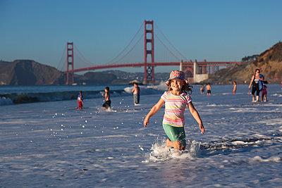 Am Strand von San Francisco - p712m1466312 von Jana Kay