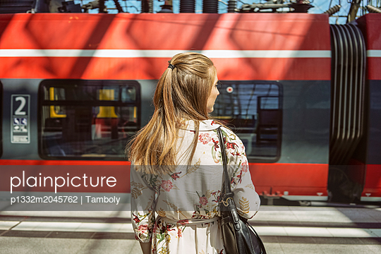 A female waiting for a train in a train station - p1332m2045762 by Tamboly