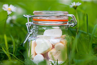 A jar with candy hearts - p1231m2038547 by Iris Loonen