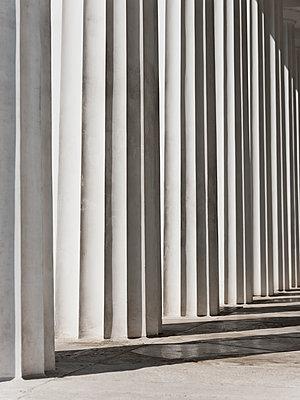 Säulen des Theseustempels im Wiener Volksgarten - p1383m2100698 von Wolfgang Steiner
