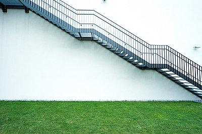 Treppe an Hausaußenseite - p1180m1017236 von chillagano