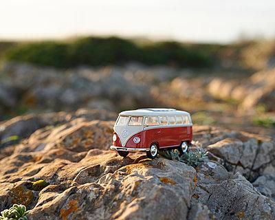 Volkswagen van - p1124m1112483 by Willing-Holtz